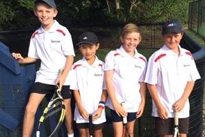 Junior-tennis